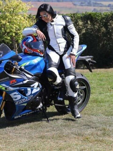 mulheres-motociclistas-fran-bueno-nova-suzuki-370x493-9570335