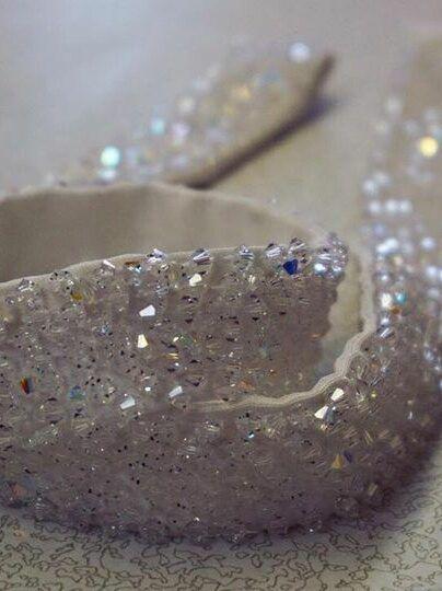 confeccionar-cinto-com-pedraria-pra-vestido-de-noiva-ellegancy-costuras-404x540-9424121