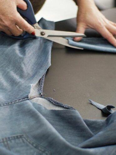 consertando-o-rasgo-do-jeans-entre-pernas-370x493-8155612