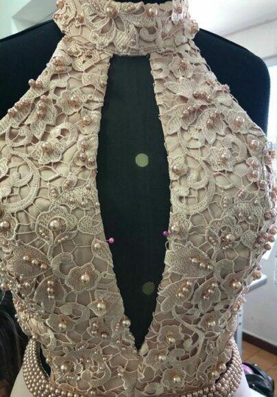 modificar-decote-de-vestido-de-festa-ellegancy-costuras-404x578-1399603
