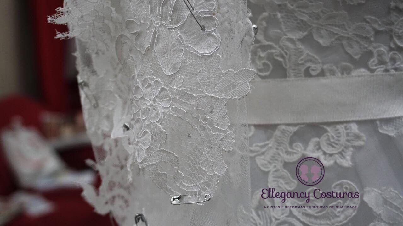 Colocar manga de tule com aplicação de renda no vestido de noiva