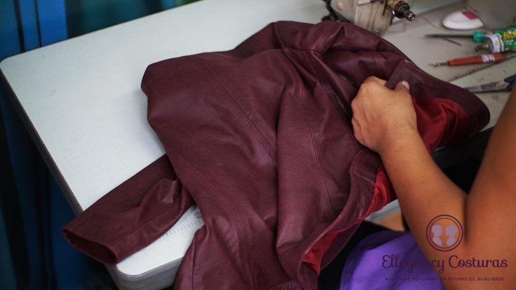 ajustando-jaqueta-de-couro-ellegancy-costuras-www-elcosturas-com_-b-4974320