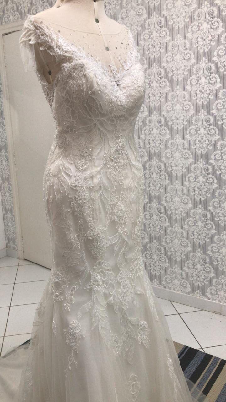 apertar-a-cintura-do-vestido-de-noiva-2526887