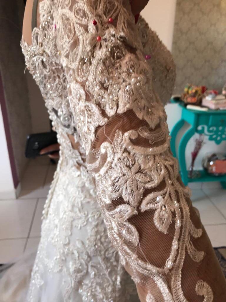 fazendo-a-prova-do-vestido-de-noiva-para-ajustar-5526399