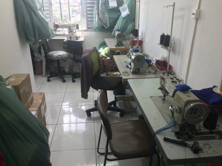 ajustes-em-jaquetas-de-couro-sala-das-costureiras-que-reformam-couro-5053605