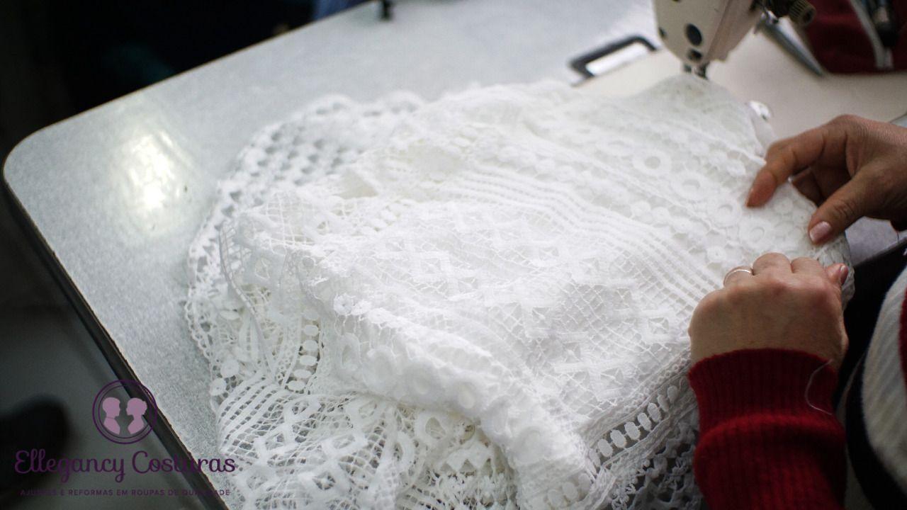 aplicado-renda-em-vestido-de-noiva-9023525
