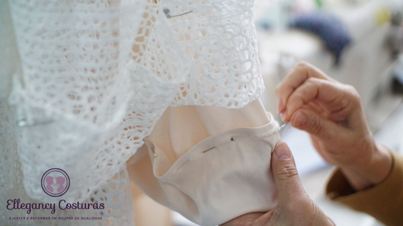 barra-de-vestido-de-noiva-sendo-costurada-8211127