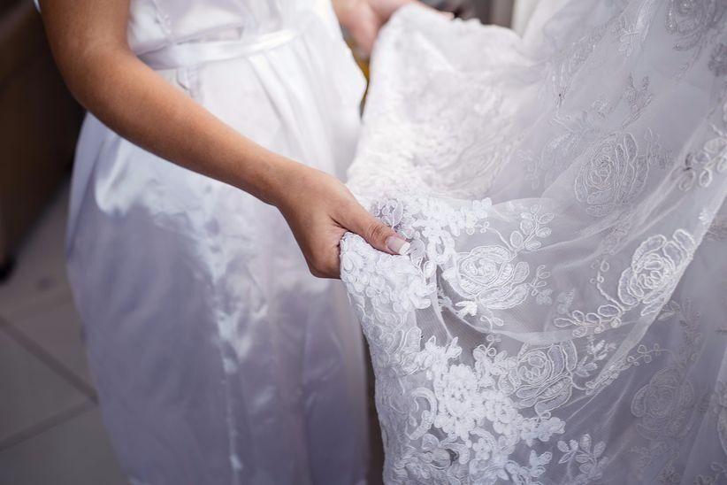 Qual a cor ideal do vestido de noiva e onde customizar vestido de noiva