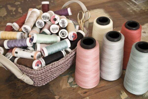 Reforma de roupa no atelier de costura