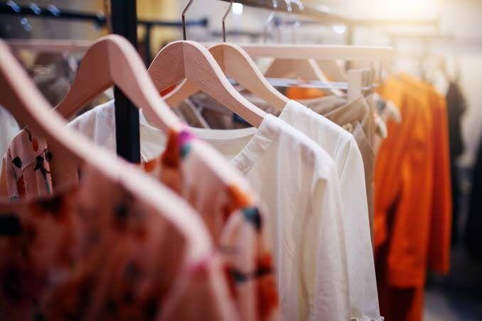 Ajustar roupa ou comprar roupa nova?