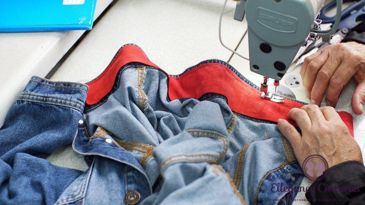 Repaginar peças de roupas no ateliê