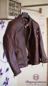Costureira para ajustar as roupas de couro