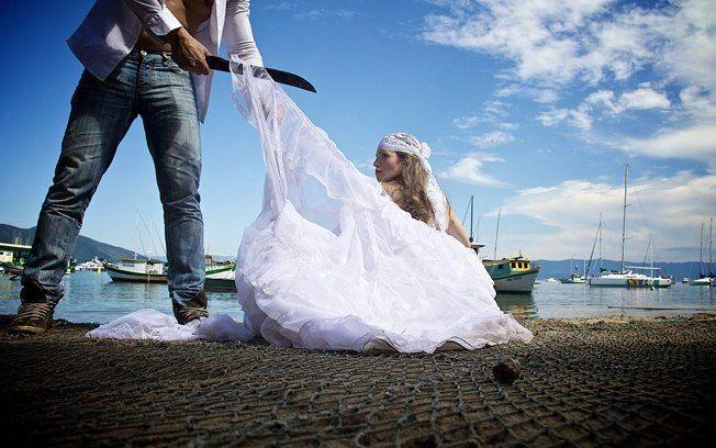 Vestido de noiva rasgado- como consertar ?