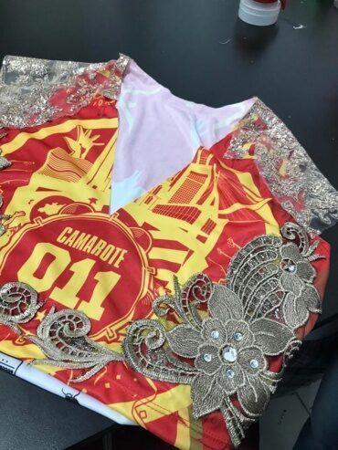 Abadá personalizado para o desfile das campeãs