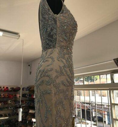 customizar-vestido-de-festa-com-pedraria-2-390x418-1860725
