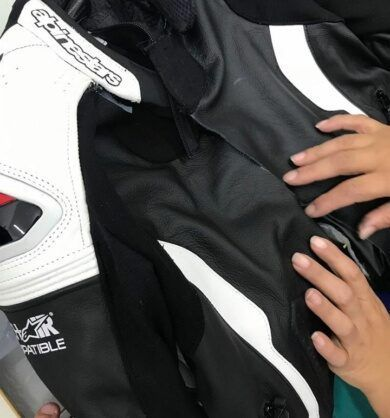 restaurar-jaqueta-de-motociclista-390x418-5220793