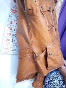 Reformar jaqueta de couro no tamanho.
