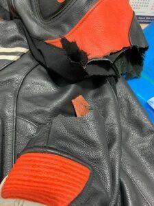 jaqueta-de-couro-rasgada-225x300-1601111