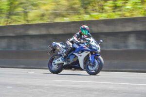 mulheres-motociclistas-karina-novaes-1-300x200-4936828