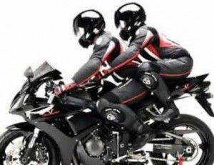 bumbum-empinado-na-moto-300x231-4946287