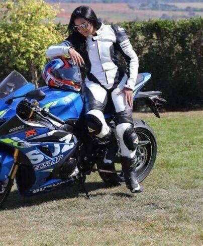 mulheres-motociclistas-fran-bueno-nova-suzuki-404x489-1628170