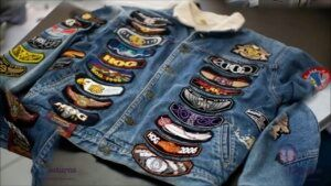 jaqueta-jeans-customizada-com-patches-300x169-8822683