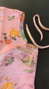 colocando-o-vies-original-no-vestido-que-foi-transformado-em-blusa-167x300-5722142